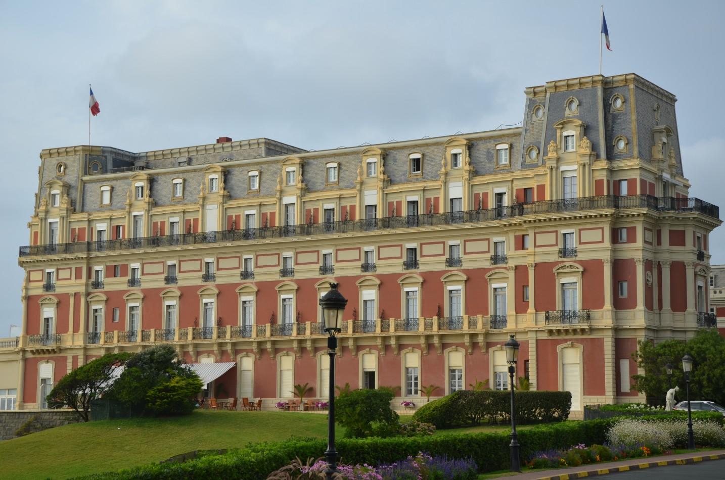 Biarritz surf chic beautiful life magazine - Prix chambre hotel du palais biarritz ...