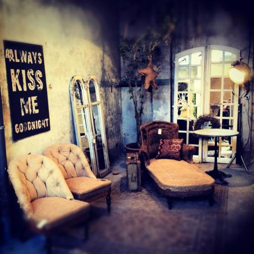 Madrid in Love pop up store muebles industrial vintage