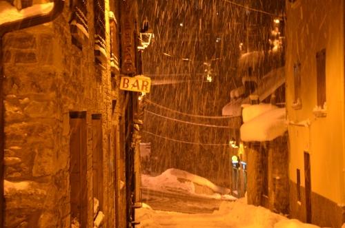 Calle Salardu nevando Valle de Aran