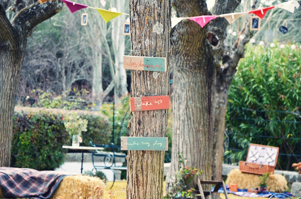 Un jard n lleno de fiesta beautiful life magazine for Como decorar un arbol en el jardin