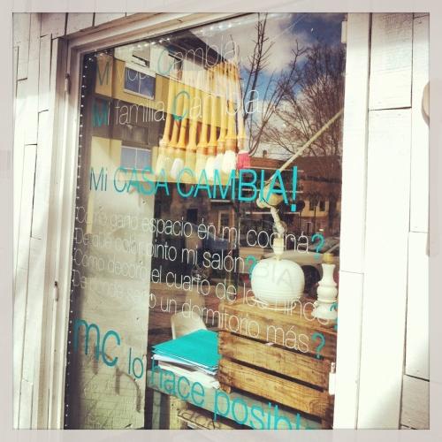 MC tienda de pinturas escaparate