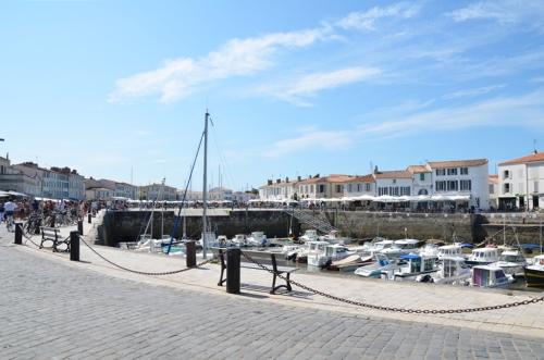 Paseo puerto de Saint-Martin-de-Ré