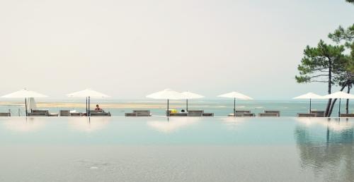 Hotel La Co(o)rniche Pyla-sur-Mer piscina revosante