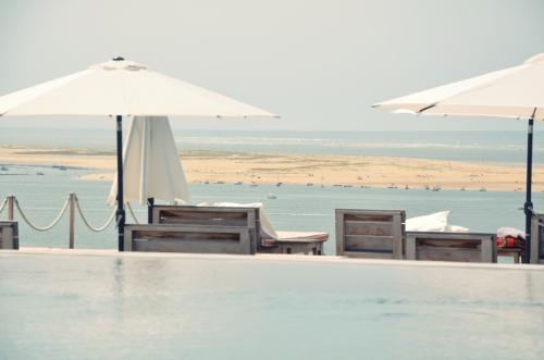 Hotel La Coorniche Pyla-sur-Mer tumbonas mirando al mar