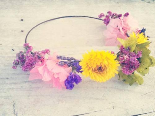 Corona Hip&Love flor amarilla