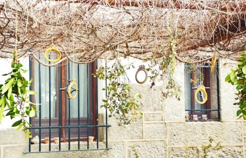 Marcos colgantes decoración fiesta en el jardín